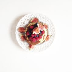 Nothing is better than pancakes for a family Sunday brunch // Recipe on the blog #pancakes #blueberry #recipe #homemadefood #yummy #delish #cooking #tasty #food #breakfast #figs #season #delicious #postup #foodblog