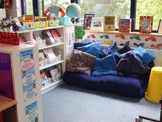 this webpage shares all the details of an excitingly organized classroom library...LOVE it!