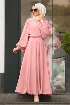 Tuay – Balon Kol Pudra İkili Tesettür Takım The clothing culture is fairly old. Hijab Fashion Summer, Abaya Fashion, Modest Fashion, Fashion Dresses, Fashion Clothes, Fashion Fashion, Street Fashion, Muslimah Wedding Dress, Hijab Style Dress