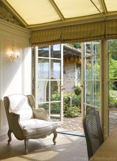 Oranjerie als woonuitbreiding van luxueus Italiaans landhuis met zicht op de bergen, aluminium veranda | De Mooiste Veranda's