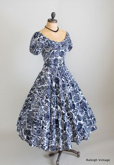 A lovely navy blue and white Tiki print 1950s summer dress. Now this is what I call fun:)