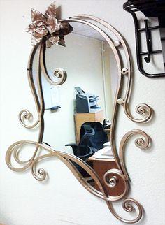 Фигурная кованая рама для зеркала