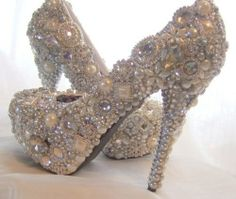 Now this is an outstanding definition of a bejeweled frame, picture your feet in these!!!