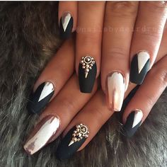 Rose gold chrome and black matte is always a good situation ongles en Gold Chrome Nails, Chrome Nails Designs, Rose Gold Chrome, Nail Designs, Fabulous Nails, Gorgeous Nails, Pretty Nails, Glam Nails, Beauty Nails