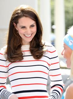 Catherine, Duchess of Cambridge speaks with runners from Team Heads Together ahead of the 2017 Virgin Money London Marathon, at Kensington Palace on April 2017 in London, England. Heads Together. Get premium, high resolution news photos at Getty Images Style Kate Middleton, Kate Middleton Photos, Duke And Duchess, Duchess Of Cambridge, Catherine Cambridge, Duchesse Kate, Prinz William, London Marathon, William Kate