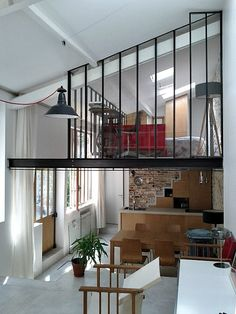 An art studio turned home // Un atelier dartiste devenu loft Paris