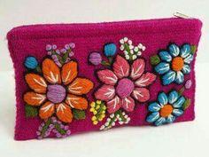 Mexican Embroidery, Embroidery Monogram, Silk Ribbon Embroidery, Cross Stitch Embroidery, Embroidery Patterns, Hand Embroidery, Cross Stitch Patterns, Bordados E Cia, Handmade Handbags