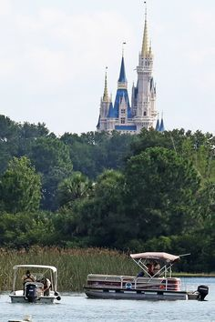 Divers at a Disney World resort found the body of a ­2-year-old boy Wednesday, a day after he was snatched by an alligator at a lagoon — where there are no signs warning of the creatures. Officials…