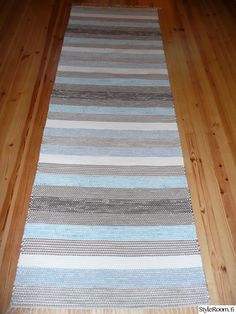 räsymatto,räsymatot Ikea Rug, Rug Texture, Tear, Recycled Fabric, Woven Rug, Diy And Crafts, Recycling, Weaving, Carpet