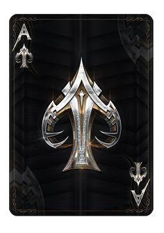 Relação entre o nome do naipe (espadas) e a estética da representação do seu símbolo.