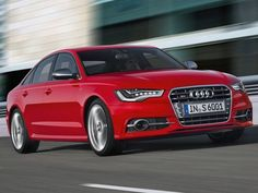 It is powered by a 4.0-liter twin-turbo V8 engine that is capable of producing power of 415bhp and an incredible torque of 550Nm on the 1400-5200rpm range. Audi also claims that the S6 is capable of accelerating from 0-100kmph in just 4.6 seconds.