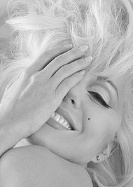 Most popular black and white photography people woman marilyn monroe Ideas Marylin Monroe, Estilo Marilyn Monroe, Marilyn Monroe Artwork, Marilyn Monroe Makeup, Hollywood Glamour, Classic Hollywood, Old Hollywood, Hollywood Actresses, Foto Face