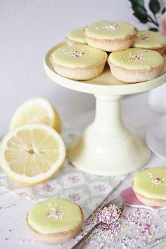KakkuKatri: Sitruuna-Bebet Home Bakery, Just Eat It, Sweet Cakes, Dessert Recipes, Desserts, Something Sweet, Party Cakes, Party Party, I Love Food