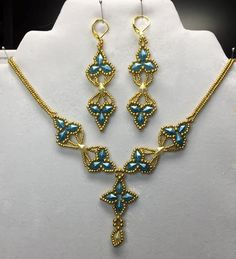 Using Linda Genaw's free pattern for Arabella earrings to make a necklace and dangly earrings.