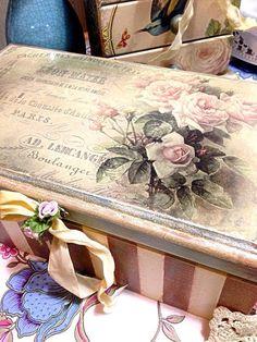 Photo Decoupage Furniture, Decoupage Box, Diy Furniture Projects, Hand Painted Furniture, Paint Furniture, Tole Painting, Diy Painting, Painting On Wood, Shabby Chic Boxes