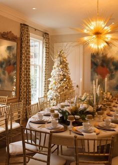 5 Decorating Mistakes That Make Your Home Look Cluttered * * * Before getting to this design lesson – I have Outdoor Shower Fixtures, Magical Christmas, Christmas Time, Christmas Decor, Merry Christmas, Old Doors, Decorating On A Budget, Holiday Decorating, Home Look