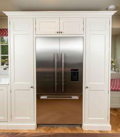 Bespoke kitchen larder with fridge freezer Kitchen Built Ins, Tall Kitchen Cabinets, Kitchen Larder, Kitchen Cupboard Doors, Kitchen Cabinet Hardware, Kitchen Redo, Kitchen Remodel, Kitchen Interior, Kitchen Furniture