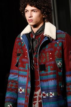 Valentino Fall 2016 Menswear Fashion Show Details Bohemian Style Men, Bohemian Style Clothing, Fashion Show, Mens Fashion, Fashion Outfits, Quirky Fashion, Cute Coats, Men's Wardrobe, Jacket Style