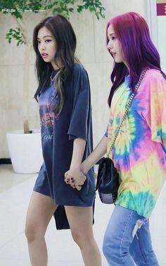 Jensoo— jennie and jisoo —Blackpink shipp Blackpink Jisoo, Kpop Girl Groups, Korean Girl Groups, Kpop Girls, Kim Jennie, Blackpink Fashion, Korean Fashion, Girls Generation, Memes Blackpink