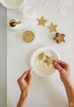 Create a DIY star wall hanging using a tree branch, twine, and paper stars. Add glitter or wrapping paper for dreamy room decor. Room Decor Bedroom, Diy Room Decor, Wall Decor, Diy Eid Decorations, Decoraciones Ramadan, Pencil Nails, Ramadan Crafts, Ramadan Sweets, Star Wall