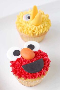 Let's talk about cupcakes today. Of course these are sesame street themed cupcakes made by different people. Big Bird Cupcakes, Elmo Cupcakes, Yummy Cupcakes, Cupcake Cookies, Party Cupcakes, Elmo Cake, Birthday Cupcakes, Sesame Street Cupcakes, Sesame Street Cake