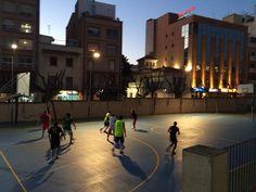 #ESPC Joves pares entrenant a Bàsquet.Extraescolars  per a tothom. pic.twitter.com/SfPhGHog8N