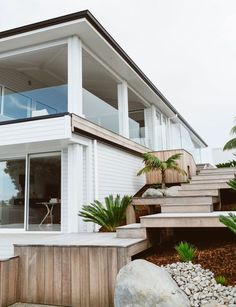 So You Wanna Buy A House? Here Are 5 Things You Should Know beautiful modern beach house exterior Exterior House Colors, Exterior Design, Future House, My House, Beach Shack, Inside Home, Coastal Homes, House Goals, Modern Family