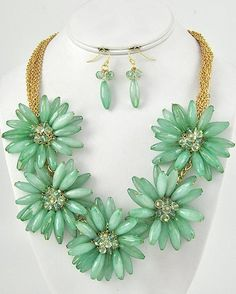 """CHUNKY TURQUOISE ACRYLIC FLOWER THEME GOLD TONE NECKLACE SET     * If you need a necklace extender I have them for sale in my store.*    HOOK EARRINGS: 1 5/8"""" LONG       NECKLACE: 18"""" LONG + EXT    POINT ACCESSORY: 2 1/2"""" LONG       COLOR: GOLD TONE $27.99"""