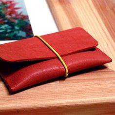 A step-by-step instructions on how to make a cute leather cardholder with a pattern.