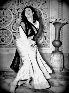 "simplicitylovebeauty: ""A rare pic of Madhubala smiling and laughing on the sets. ❤ """