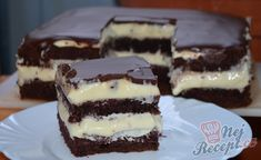 Jednoduché čokoládovo pudinkové řezy podle starého receptu | NejRecept.cz Tiramisu, Cheesecake, Recipes, Food, Cheesecakes, Essen, Meals, Ripped Recipes, Eten
