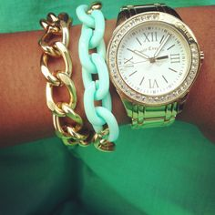 Love the gold and mint together!