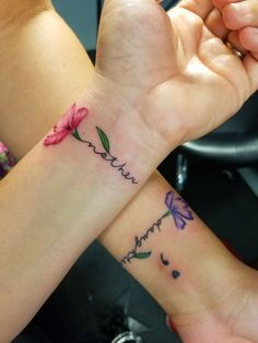 Donna&Amber💗💜-タトゥー- #アンバー #娘 #ドナ #ママ Mommy Daughter Tattoos, Mommy Tattoos, Mother Tattoos, Tattoos For Daughters, Family Tattoos, Sister Tattoos, Friend Tattoos, Body Art Tattoos, Wrist Tattoos Girls
