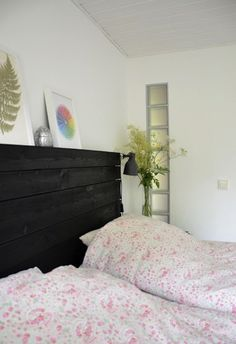 Recently admired on the Swedish blog Living by Miriam: an Ikea Hektar Lamp clamped to a wood headboard. The simple metal lamp comes with a clamp, whic