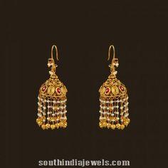 How To Choose The Perfect Pair Of Gold Diamond Earrings Gold Jhumka Earrings, Jewelry Design Earrings, Gold Earrings Designs, Gold Diamond Earrings, Pearl Drop Earrings, Gold Designs, Earings Gold, Antique Earrings, Bridal Earrings