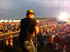 Phil Vassar Plays On…And On…And On | The Country Site