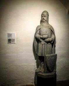Ludwig der Strenge - eine der wichtigsten Figuren aus meinem aktuellen Roman BLUTFÖHRE. Seine Statue findet ihr im historischen Kellergewölbe im alten Hof   #buch #bücher #autor #selfpublishing #history #munich #münchen #mpfund #onmyway #lovemyjob