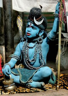 Little boy dressed as the Hindu God Shiva We Are The World, People Around The World, Travel Photographie, Arte Tribal, Shiva Wallpaper, Lord Shiva, Blake Lively, World Cultures, Incredible India