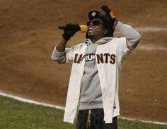 Weezy in a Giants jersey... Love.