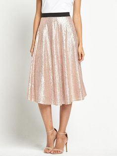 Can't find the perfect bridesmaid dress? Bridesmaid skirts and tops are the perfect alternative, taking mix and match to the next level! Best of all, bridesmaid separates suit every shape and size. Skirt Outfits, Dress Skirt, Midi Skirt, Dress Up, Fashion Line, Modest Fashion, Bridesmaid Skirt And Top, Rose Gold Skirt, Pretty Outfits