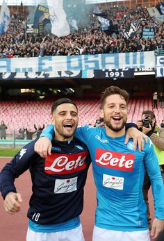 Lorenzo Insigne Photos - Players of SSC Napoli Lorenzo Insigne and Dries Mertens celebrate the victory after the serie A match between SSC Napoli and Bologna FC at Stadio San Paolo on January 2018 in Naples, Italy. - SSC Napoli v Bologna FC - Serie A Why Always Me, Dries Mertens, Bologna Fc, Hugs, Sports Celebrities, Football Photos, Karen Walker, Ronaldo, Victorious