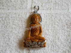 Mặt dây chuyền inox Sivali gỗ hoá thạch vàng- ngài Sivali đá phong thuỷ
