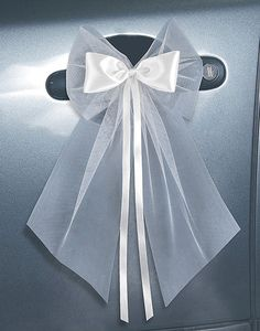 Déco tables, salle, voiture Accessoires pour réussir votre mariage sur http://yesidomariage.com