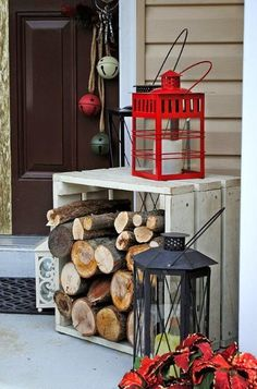 christmas-porch-decorating-ideas-How simple is this idea, but how effective. This just shows that Christmas Decorations do not have to be all shiny and bright to be just as festive Christmas Decorations For The Home, Xmas Decorations, All Things Christmas, Outdoor Decorations, Christmas Porch Decorations, Christmas Lanterns, Lanterns Decor, Christmas Front Porches, Ideas Lanterns