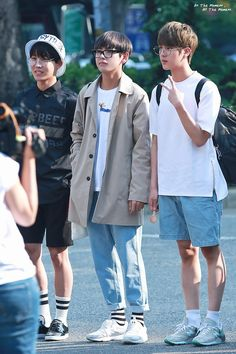 Hoseok Tae and Jin Bts Airport, Airport Style, Bts Boys, Bts Bangtan Boy, Jimin, Kpop Fashion, Korean Fashion, Airport Fashion, Street Fashion
