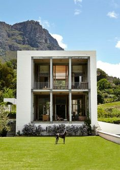 You know I love vintage and historic homes. I admire modern homes but I could never live in one. Facade Design, Architecture Design, My Home Design, House Design, Modern Design, Architectural Features, Built Environment, Inspired Homes, Historic Homes