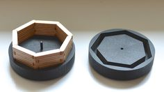 Heptagonal plywood bracelet in it´s case. Designed by QuiLo.