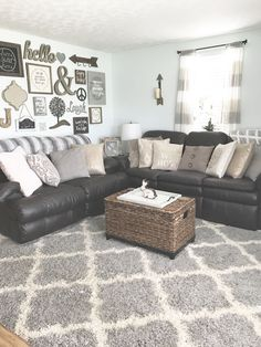 42 Fresh Modern Farmhouse Living Room with Leather Sofa Ideas – Daily Home List modernes Bauernhaus Wohnzimmer mit Ledersofa 27 Modern Farmhouse Living Room Decor, Chic Living Room, Living Room Grey, Home Living Room, Apartment Living, Living Room Furniture, Living Room Designs, Rustic Farmhouse, Rustic Chic