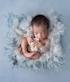 Award winning newborn photographer based in the Adelaide hills in South Australia specialising in newborn, baby, children, maternity and family photography.