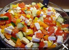 Bunter Salat mit Schafskäse